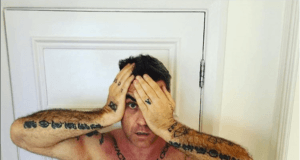 Robbie Williams (Quelle: @robbiewilliams/Facebook)